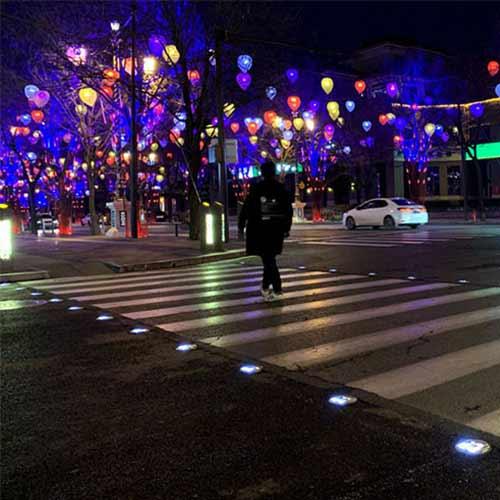 Smart Pedestrian Crossing Solar Road Stud Light In China